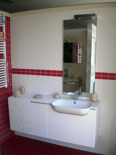 Outlet Mobile laccato bianco con lavabo integrato - Mario Lepore srl ...